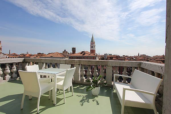 Apartments with a Terrace in Venice's Historic Centre