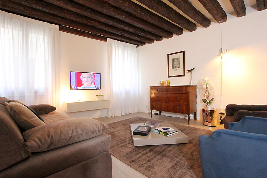 Apartment in Venice Rialto Market - Frari San Polo Canal View