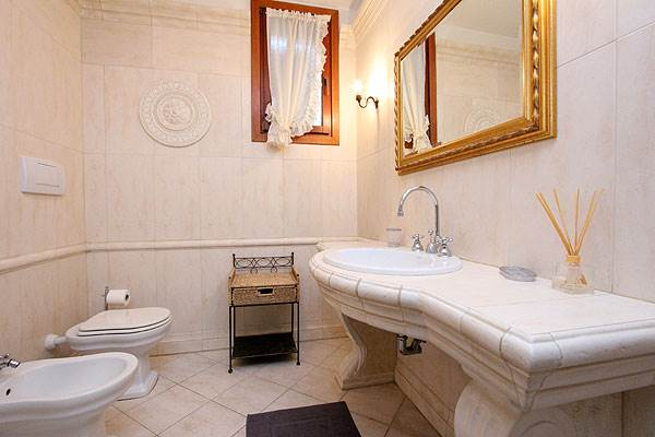 Photo 15 of 15 - Bragora Garden, Bathroom