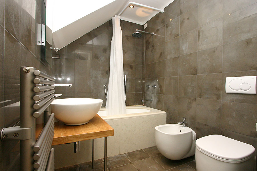 Photo 6 of 18 - Baia, bathroom with bath
