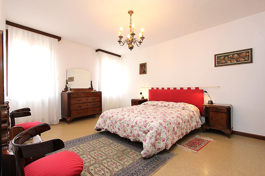 Photo 7 of 11 - San Vio, Double Bedroom