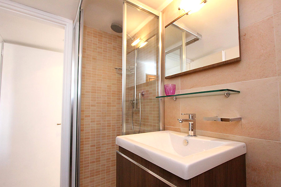 Photo 18 of 19 - Albrizzi, Bathroom with shower