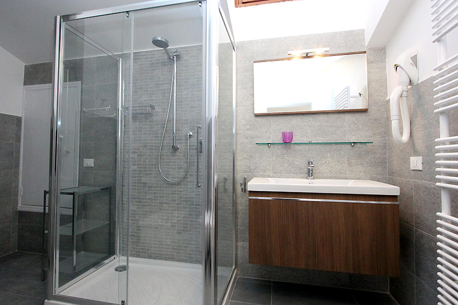 Photo 12 of 19 - Albrizzi, Bathroom with shower