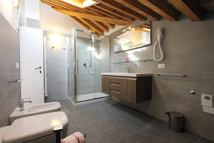 Photo 8 of 19 - Albrizzi, Bathroom with shower