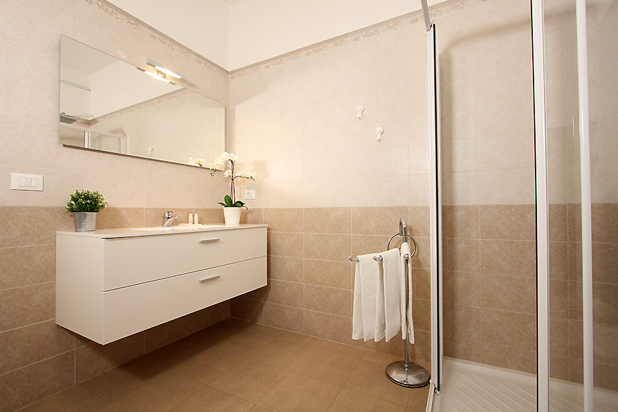 Photo 6 of 10 - Calice, Bathroom with shower
