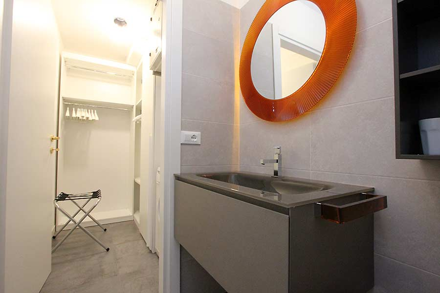 Photo 11 of 11 - San Polo Canal View, Bathroom