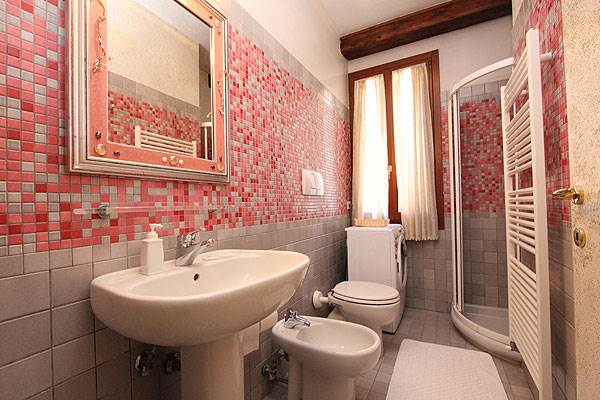 Photo 15 of 15 - Accademia, Bathroom