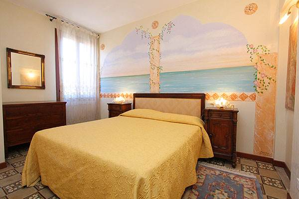 Photo 1 of 15 - Accademia, Bedroom