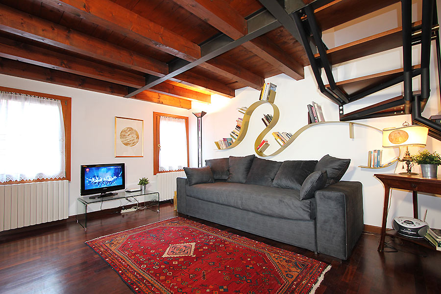 Photo 4 of 12 - Frari Canal View, Living Room