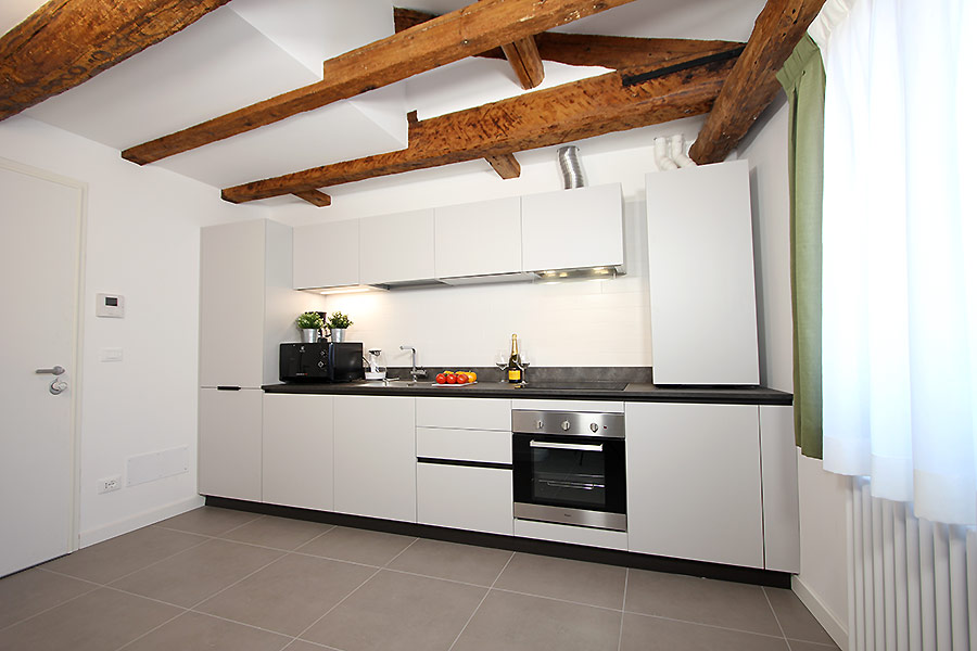 Photo 4 of 17 - Longhi, Kitchen