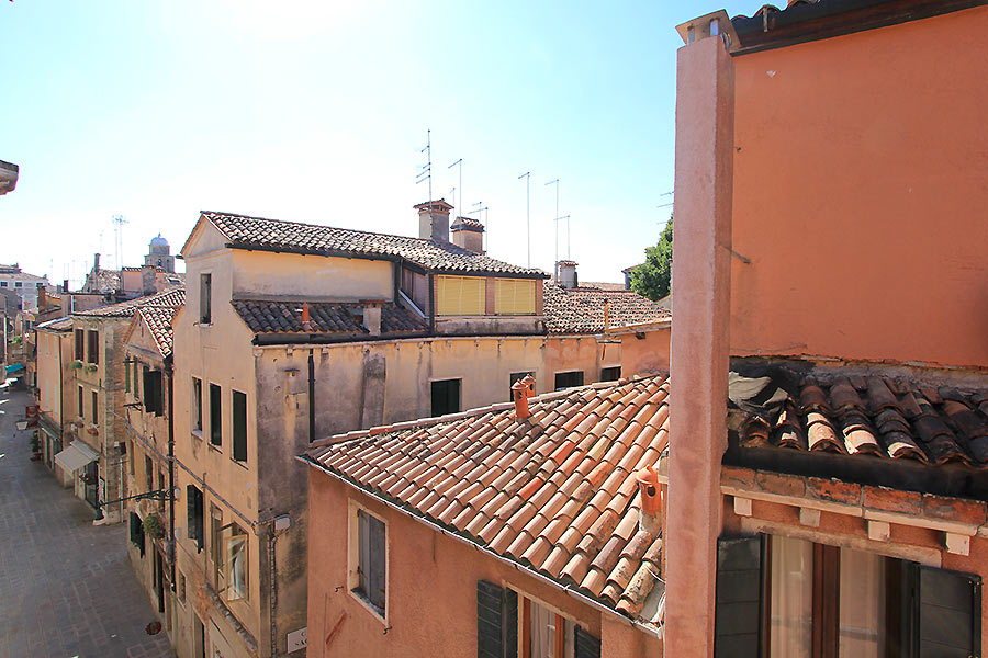 Photo 6 of 17 - Longhi, View