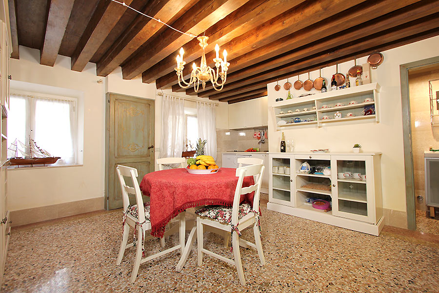 Photo 1 of 17 - Santi Apostoli, Kitchen