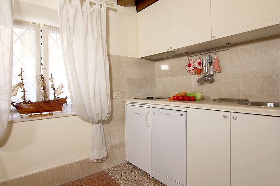 Photo 4 of 17 - Santi Apostoli, Kitchen