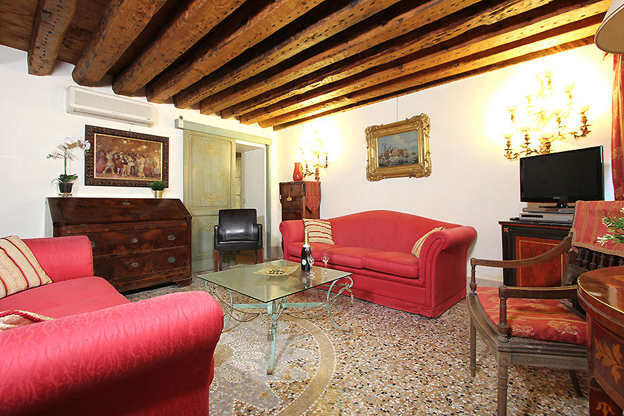 Photo 6 of 17 - Santi Apostoli, Living Room