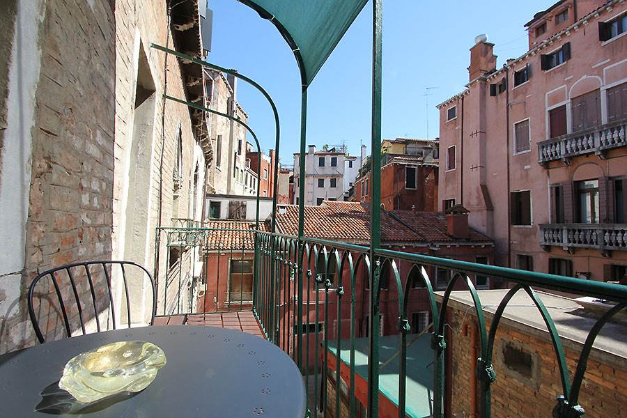 Photo 3 of 16 - Palazzo Surian, Terrace