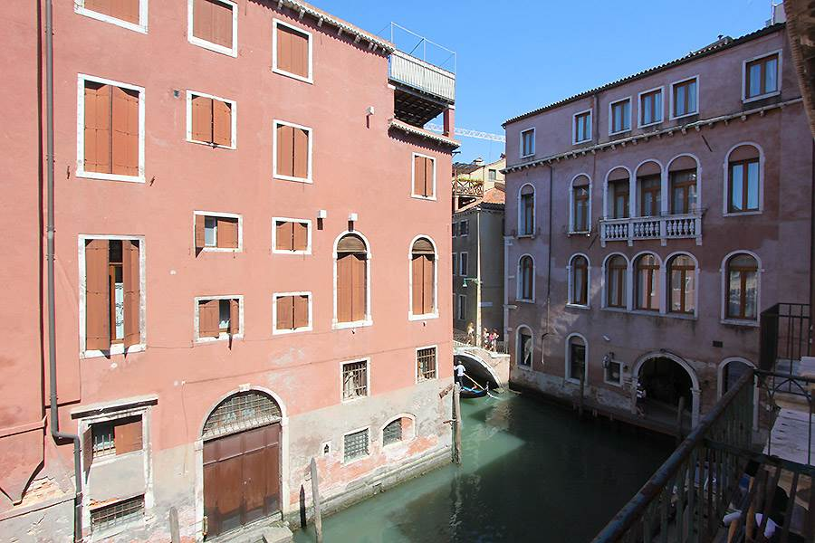 Photo 2 of 16 - Palazzo Surian, View