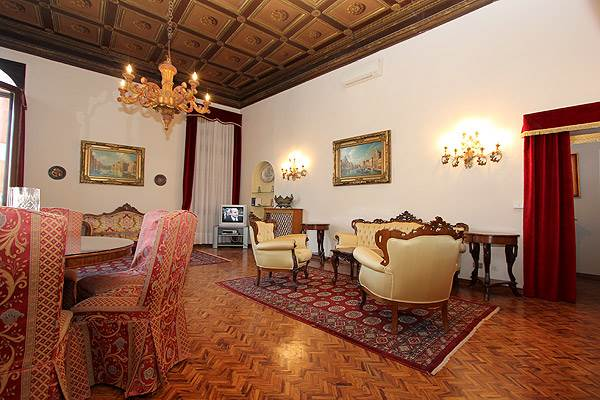 Photo 8 of 20 - Ca' del Doge, Living Room
