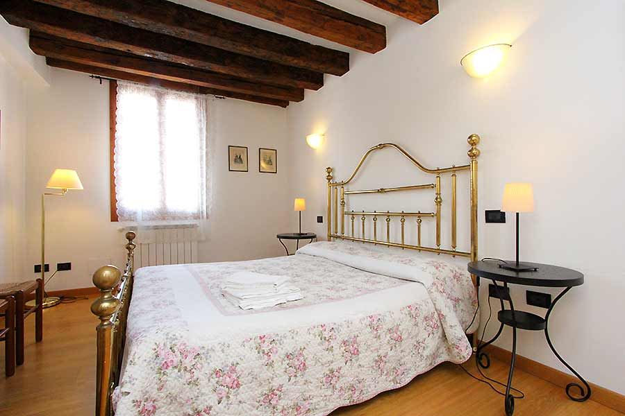 Photo 6 of 13 - Palazzo Moro 5, Double Bedroom
