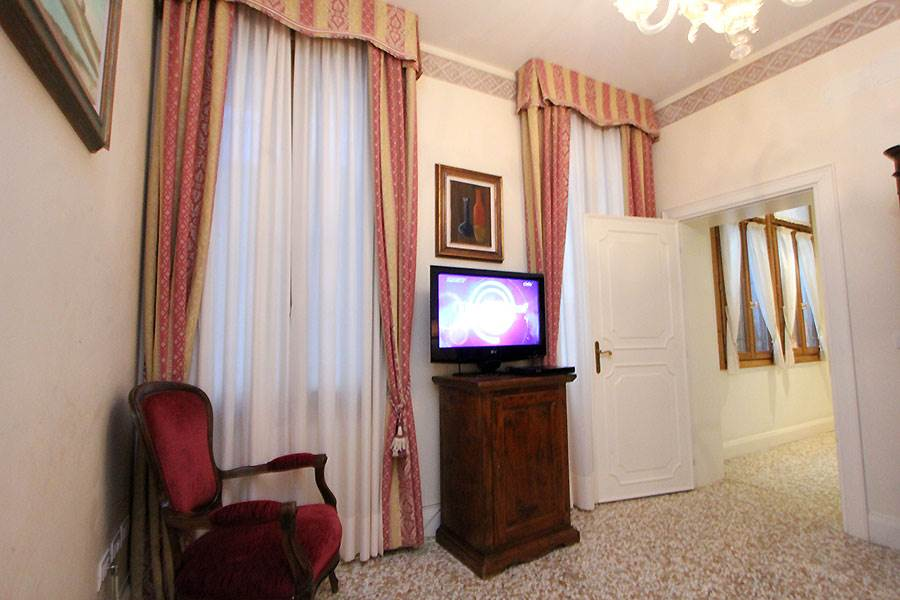 Photo 4 of 12 - Ca' del Pozzo, Living Room